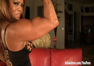 mature female bodybuilder dd plays with her big