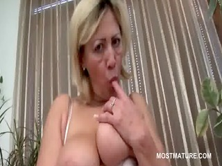 blonde mature hoe masturbating lusty muff