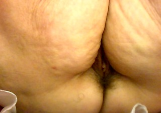 upskirt in shop granny no panty