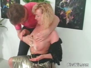 older slut loves to have a fun in hot piddle part3