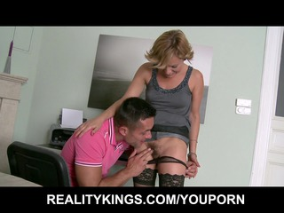 slutty blond d like to fuck sets up a fuck session