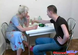 russian mature slut engulf large dick in the