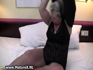 fat mature housewife is excited and plays part10