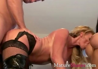 awesome cougars int sexy three-some