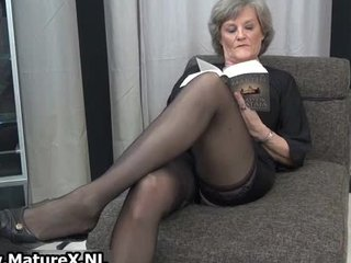 older housewife in sexy darksome nylons part1