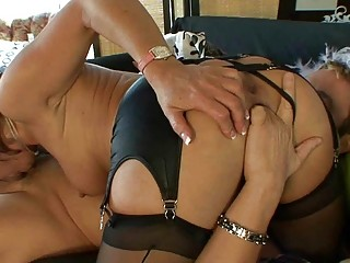 d like to fuck in stockings gives deepthroat